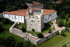 Where my great-grand-aunt St Elizabeth of Hungary was born! Beautiful Castles, Beautiful Buildings, Beautiful Landscapes, Castle Ruins, Medieval Castle, Saint Elizabeth Of Hungary, Wonderful Places, Beautiful Places, Heart Of Europe