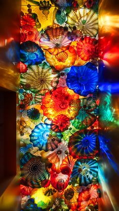 DALE CHIHULY A Masterpiece Glass Sculptures!L O V E all His work.