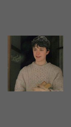 gilbert blythe from anne with an e wallpaper Gilbert Blythe, Anne Shirley, Series Movies, Tv Series, Annette Bening, Amybeth Mcnulty, Gilbert And Anne, Anne White, Anne With An E