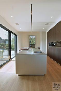 Modern Kitchen Interiors, Contemporary Kitchen Design, Modern House Design, Interior Design Layout, Küchen Design, Open Plan Kitchen Living Room, Home Decor Kitchen, Stairs In Living Room, Minimalist Kitchen