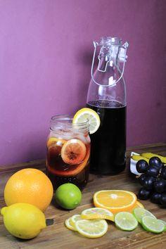 Nada como un vaso de Tinto de Verano para que te olvides del calor de verano y comiences a disfrutar de tu tarde libre. Es una receta sencilla y con ingredientes que se tienen a la mano. Es una bebida muy popular de España, generalmente se prepara con un vino joven o tempranillo.