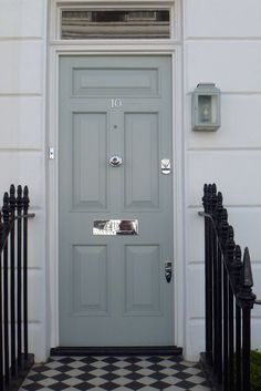 A lovely Georgian six panel front door in Studio Green, north London ...
