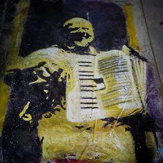 """El músico. Work in progress. Pintura. Serie de la exposición """"Evolución de la comunicación, desde las pinturas rupestres hasta el graffiti y el videoart  #pintura,#painting ,#malerei ,#musico ,#musiker ,#musician ,#arteurbano ,#urbanart ,#artecontemporaneo ,#contemporaryart ,#graffiti ,#cemento,#soto ,#ichbinsoto ,#passau ,#niederbayern ,#badgriesbach ,#artistaplasticochileno ,#chilenischekunstler,#folclore ,#folklore ,#austellung ,#exposición ,#exposition,#evolution ,#evolucion ,#videoarte…"""