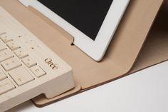 Wooden keyboard & leather pouch / Orée