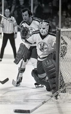 Peter McDuffe Hockey Games, Hockey Players, Ice Hockey, Nhl, Goalie Mask, Wayne Gretzky, New Jersey Devils, St Louis Blues, Masked Man