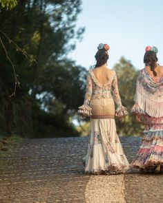 Colección 2019 Manuela Macías Moda Flamenca Halloween, Fashion, Templates, Frases, Flamenco Dresses, Pattern Drafting, Moda, Fashion Styles, Fasion