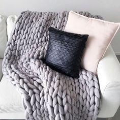 Super cozy spot in @jennimyl's house