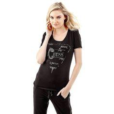 Cotton stretch logo t-shirt    Mit diesem T-Shirt kann man nichts falsch machen: Der Rocker-Style überzeugt durch seine fetzige Optik. Gummierte Details und glänzender Strass sind die beste Voraussetzung für einen einzigartigen Look.    95% Baumwolle 5% Elastan.  Maschinenwäsche bei 30°.  Abgebildet ist Größe S, Längen:  Gesamtlänge ca. 63 cm.  Schultern ca. 33 cm.  Fällt größengetreu aus....