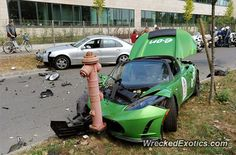 Tesla Roadster crashed in Budapest, Hungary