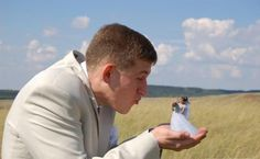 "15 Bizarre Wedding Photos That Will Make You Say ""WTF?!"": Pocket-Sized Bride"