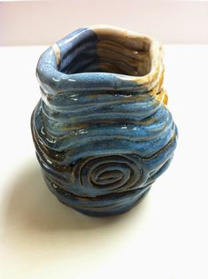 Resultado de imagem para ceramic texture techniques Pottery Designs, Pottery Ideas, Coil Pots, Ceramic Texture, Handmade Ceramic, Earthenware, Carving, Clay, Flower Vases
