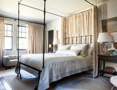 {dF} Duchess Fare: Bobby McAlpine + Susan Ferrier--love the 2 hides over seagrass on either side of the bed