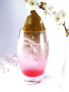 ジャポネ「桜」「抹茶」は色も香りも鮮やかな日本生まれのリキュールです。八重桜の花と大島桜の葉を漬け込んだ、日本の春を連想させる「ジャポネ桜」。京都宇治産の抹茶と玉露を使用した、ほろ苦いけれどどこかほっとする「ジャポネ抹茶」。お勧め20選をご紹介。-カウモ