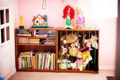 meuble de rangement où ranger les livres et les peluches des enfants