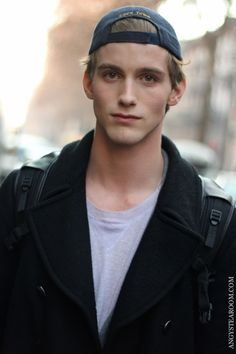 Just watched catfish for the first time. It was the Sunny and Jamison episode, the real RJ King is gorgeous! Rj King, Beautiful Men, Beautiful People, King Picture, Light Hair, Attractive Men, Male Models, Pretty People, Character Inspiration