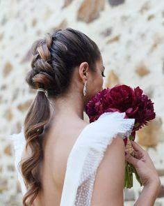 hair natural hair pins hair styles for long hair down hair vine hair pin hair for shoulder length swept wedding hair length wedding hair Baddie Hairstyles, Funky Hairstyles, Fringe Hairstyles, Feathered Hairstyles, Ponytail Hairstyles, Pretty Hairstyles, Girl Hairstyles, Wedding Hairstyles, Hairstyles Videos