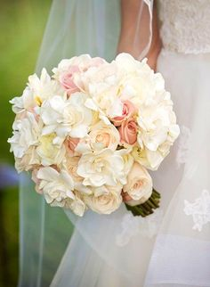 Gardenias and pink roses bouquet