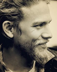 Charlie Hunnam omyghoshh!! i love this man i cant wait for SOA to start up again!!>.