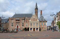 Cerca de #Ámsterdam puede visitarse #Haarlem, su casco antiguo está repleto de edificios históricos, aquí su Ayuntamiento. http://www.viajaraamsterdam.com/ciudades-para-visitar/haarlem/ #turismo #Holanda