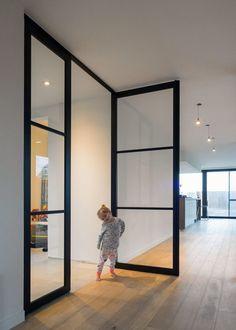 Porte vitrée style atelier sur pivot Glass door style workshop on pivot Pivot Doors, Internal Doors, Sliding Doors, Interior And Exterior, Interior Design, Interior Glass Doors, Steel Doors, Door Design, Windows And Doors