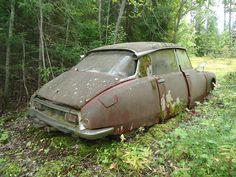 Abandoned Vehicles, Abandoned Houses, Abandoned Places, Citroen Car, Barn Finds, Cars And Motorcycles, Decay, Diorama, Rust