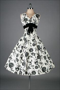 Elinor Gay Black White Cotton Floral Dress Women's vintage fashion clothing for spring and summer 1950s Fashion, Vintage Fashion, Robes Pin Up, Vintage Dresses, Vintage Outfits, 1950s Dresses, Retro Mode, Designer Evening Dresses, Retro Dress