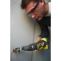 Cut awkward pockets to see issues behind walls or wood with your Multi-Tools. The MUST-HAVE tools for any keen DIY'er. Complete up to 6 different jobs with the 1 tool. The 18V Cordless Multi Tool from Ryobi's ONE+ System| Power Tools | Ryobi Tools