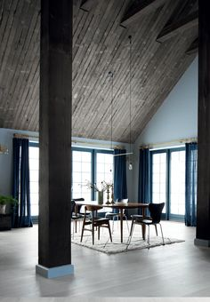 This dining room is so appealing - very aesthetic.