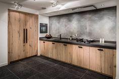 ✔ Hollands Maatwerk Houten Keuken ✔    Een handgemaakte keuken die aansluit bij uw wensen? Bij Keukenstudio Maassluis bent u aan het juiste adres voor een op maat gemaakte keuken ✔ Hollands Maatwerk ✔ Keuken op maat    #keukenopmaat #handgemaakt #handgemaaktekeuken #keuken #kitchen #opmaat #maatwerk #maatwerkkeuken #keukeninspiratie #kitcheninspiration #interior #interiordesign #landelijk #landelijkekeuken #keukens #keukenstudio #maassluis #rotterdam #keukenstudiomaassluis