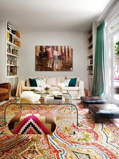Love this bohemian rug with furniture :) beautiful decor