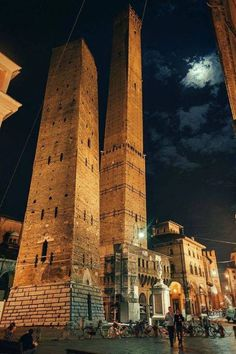 Bologna, The Two Towers and the Moon. Bologna, Le Due Torri e la Luna. Болонья, Две башни и Луна. Places Around The World, Travel Around The World, Around The Worlds, Places To Travel, Places To See, Voyage Rome, Emilia Romagna, Best Of Italy, Bologna Italy