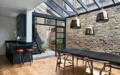 >> The architects chose Crittall-style glazing to encase the single-height space. These black gridded frames also encompass a mono-pitched glass roof. Highbury Hill extension by Blee Halligan Architects. We love the bare brick at reroom uk Victorian Terrace House, Victorian Homes, Victorian London, Modern Properties, Property Design, London House, House Extensions, Kitchen Extensions, Brickwork