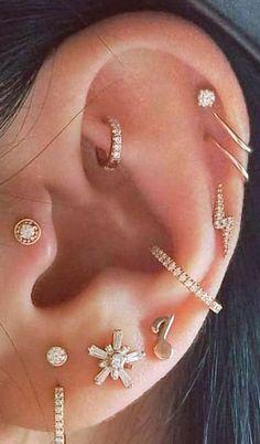 Niedliche mehrere Ohr Piercing Ideen Turm Daith Knorpel Conch Ring Creolen i . - Niedliche mehrere Ohr Piercing Ideen Turm Daith Knorpel Conch Ring Creolen in Gold - Pretty Ear Piercings, Types Of Ear Piercings, Multiple Ear Piercings, Body Piercings, Piercings For Guys, Esr Piercings, Ear Piercings Conch, Ear Jewelry, Cute Jewelry