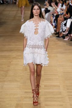 Chloé Spring 2015. See the collection on Vogue.com.