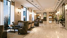 Helmsley Park Lane: Many of the rooms and common areas have views of the park (here, the lobby lounge).