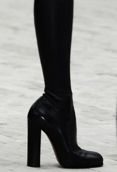 Ω Celine boots Dr Shoes, Me Too Shoes, Shoes Heels, Flat Shoes, Heeled Boots, Shoe Boots, Shoe Bag, Women's Boots, Pretty Shoes