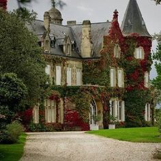 This is a gorgeous English manor house. English Manor Houses, English House, English Country Manor, English Style, English Countryside, Beautiful Buildings, Beautiful Homes, Beautiful Places, Beautiful Beautiful