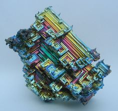 """devidsketchbook: """" BISMUTH CRYSTAL OF THE WEEK If you want one of the rarest bismuth crystals in the world, here it is! It was amazing seeing this creation come forth from the molten bismuth. Pastel Colors, Green Colors, Colours, Minerals And Gemstones, Rocks And Minerals, Microscopic Photography, Rainbow Quartz, Fossils, Crafts"""