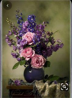 Flower Centerpieces, Flower Arrangements, Feather Wallpaper, Still Life Images, Still Life Flowers, Oil Painting Flowers, Painting Still Life, Still Life Photography, Diy Flowers