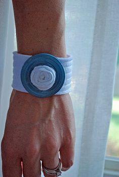 washer bracelet must try! @Kim at eCrafty.com #ecrafty #diybracelets #braceletsupplies