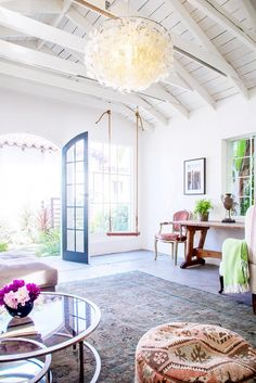 19 Interiors With Spellbinding Ceiling Beams via @mydomaine