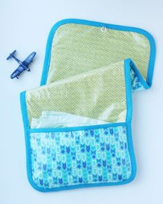 DIY changing pad and diaper clutch for BOYS - see kate sew Sewing Projects For Kids, Sewing For Kids, Diy Nappy Wallet, Zipper Pouch Tutorial, Clutch Tutorial, Diaper Changing Pad, Changing Mat, Diy Diapers, Baby Boy Accessories