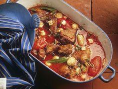 Gänsefleisch mit Tomatensoße | Zeit: 40 Min. | http://eatsmarter.de/rezepte/gaensefleisch-mit-tomatensosse