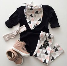 VONBON Blush Triangle leggings and matching bib bandana. Oatmeal polkadot headband with Zara kids hightops.
