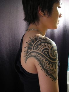 henna style shoulder tattoo