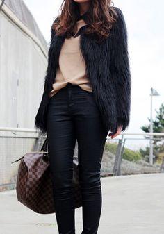 Black Faux Fur Coat//