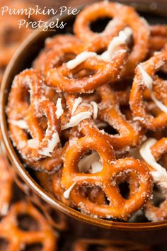 Pumpkin Spice Pretzels for holiday snacking! Pumpkin pie spice pretzels for all the holiday snacking! Thanksgiving Recipes, Fall Recipes, Holiday Recipes, Snack Recipes, Cooking Recipes, Thanksgiving 2016, Pretzel Recipes, Pretzel Snacks, Fall Snacks