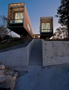 Two Hull House by MacKay-Lyons Sweetapple Architects. (via Two Hull House by MacKay-Lyons Sweetapple Architects Home Adore) More archi here. Cantilever Architecture, Architecture Résidentielle, Amazing Architecture, Contemporary Architecture, Installation Architecture, Sustainable Architecture, Contemporary Design, Container Buildings, Container Architecture