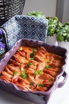 En facebookvän, Peter Sundin tipsade om det här goda receptet från Allers. Jag förenklade det något så här kommer min version. Vi åt det med... Swedish Recipes, Sausage Recipes, Love Food, A Food, Food And Drink, Helathy Food, Keto Chili Recipe, Snack Recipes, Kitchen