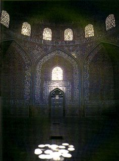 """From Blair and Bloom: """"The Art and Architecture of Islam"""", p. 187  Isfahan, Mosque of Shaykh Lutfallah"""